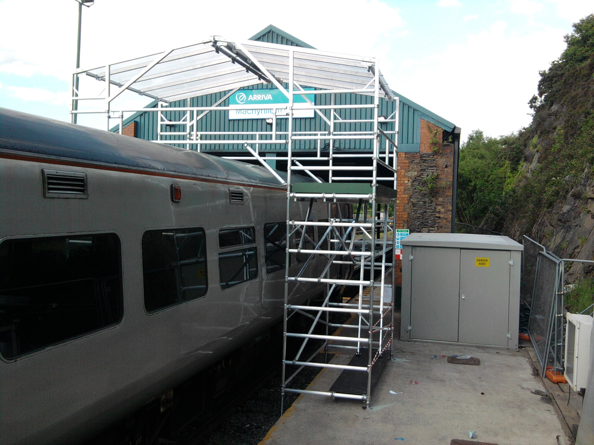 TRAIN ROOF ACCESS PLATFORMS