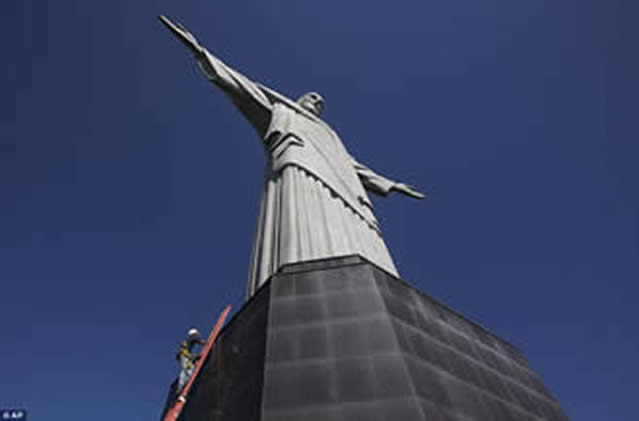 Man from Rio has a Head for Heights!