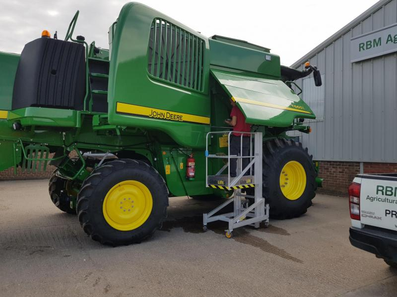 Glidelift for John Deere Dealership