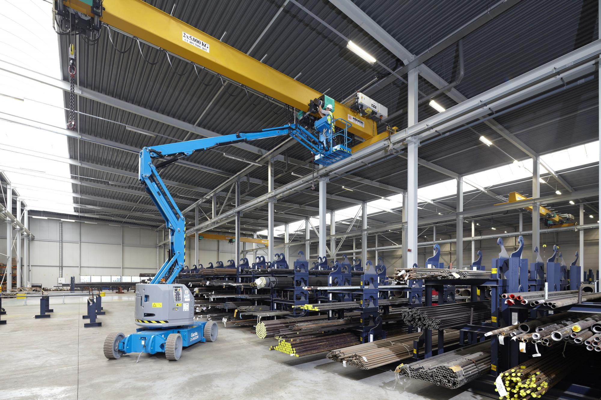 Genie® Z34/22N (Narrow) Articulated Boom Lift